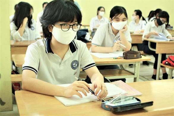 Học sinh đi học trở lại: Trường tìm đủ cách chống nóng - Ảnh 2.