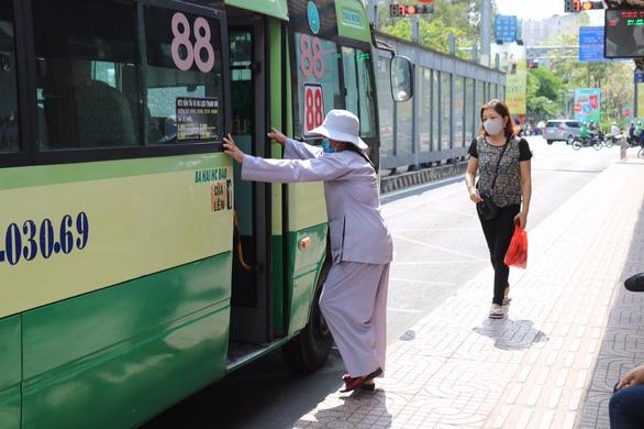 TP.HCM thêm 4 tuyến xe buýt hoạt động trở lại - Ảnh 1.