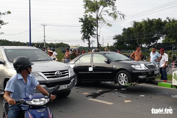 Nhóm 'giang hồ' vây xe chở công an ở Biên Hòa hầu tòa - Ảnh 2.
