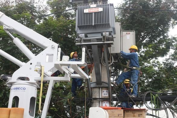 EVNHCMC khẩn trương thi công các công trình chống quá tải điện - Ảnh 1.