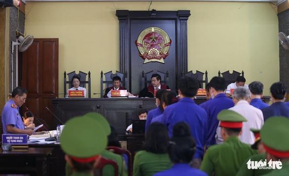 Đề nghị cựu trưởng phòng và chuyên viên khảo thí Sơn La mỗi người 23 -25 năm tù - Ảnh 2.