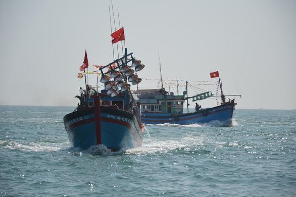 Một tàu cá Quảng Ngãi bị phạt gần 1 tỉ đồng vì ra nước ngoài đánh bắt - Ảnh 1.