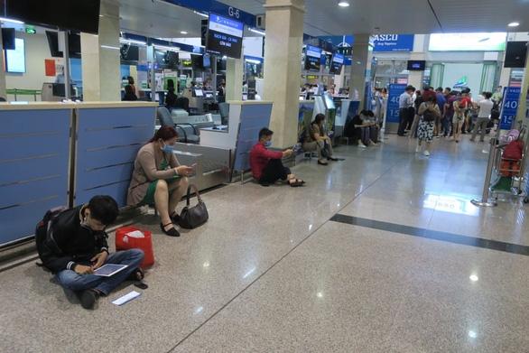 Hàng trăm chuyến bay bị ảnh hưởng do Tân Sơn Nhất đóng đường băng - Ảnh 11.