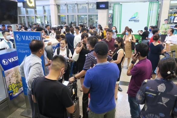 Hàng trăm chuyến bay bị ảnh hưởng do Tân Sơn Nhất đóng đường băng - Ảnh 6.