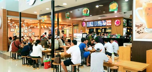Hàng trăm chuyến bay bị ảnh hưởng do Tân Sơn Nhất đóng đường băng - Ảnh 9.
