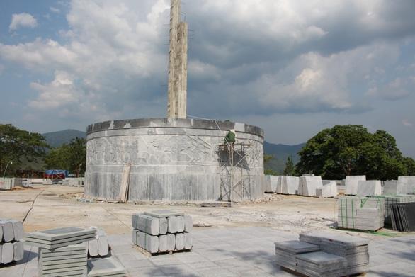 Huyện nghèo đang khẩn trương xây tượng đài 48 tỉ - Ảnh 1.