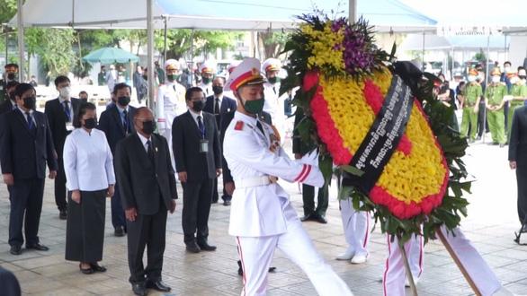 Đoàn đại biểu cấp cao Vương quốc Campuchia viếng nguyên Tổng bí thư Lê Khả Phiêu - Ảnh 1.