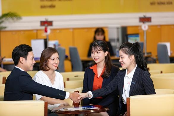 Sacombank tặng quà cho doanh nghiệp có doanh số giao dịch ngoại hối lớn - Ảnh 1.