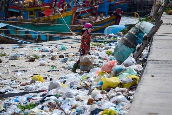 Nghiên cứu tăng thuế đối với nilon, rác thải nhựa - Ảnh 1.