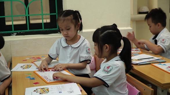 Bộ GD-ĐT: Xử nghiêm người đứng đầu nhà trường có lạm thu năm học mới - Ảnh 1.