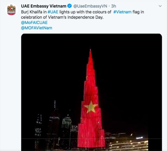 Quốc kỳ Việt Nam nổi bật trên tòa nhà cao nhất thế giới ở Dubai - Ảnh 2.