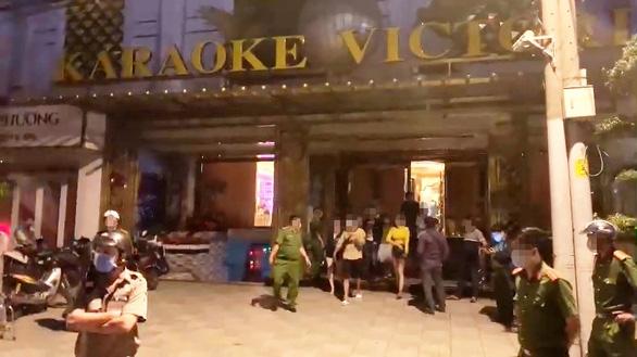 Hơn 100 người tại quán karaoke Victoria ở Bình Tân, 33 người 'phê' ma túy - Ảnh 1.