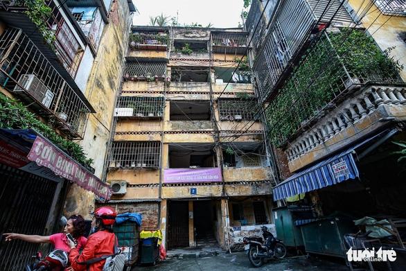 Phải di dời các hộ dân ra khỏi chung cư cũ nguy hiểm - Ảnh 1.