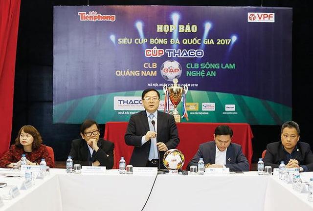Tổ trọng tài FIFA điều hành trận Siêu Cup Quốc gia 2017