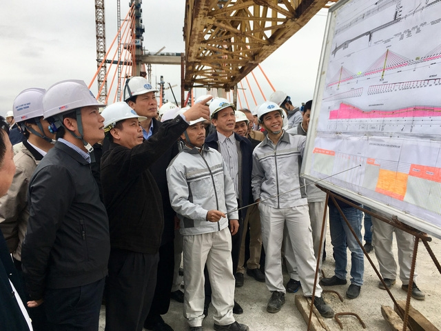Bộ trưởng Nguyễn Văn Thể yêu cầu nhà thầu phải hoàn thành Dự án cầu Bạch Đằng vào ngày 31/1/2018