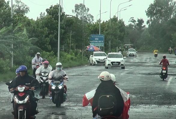 Nhiều tuyến đường miền Tây hư hỏng nặng sau mưa - Ảnh 3.