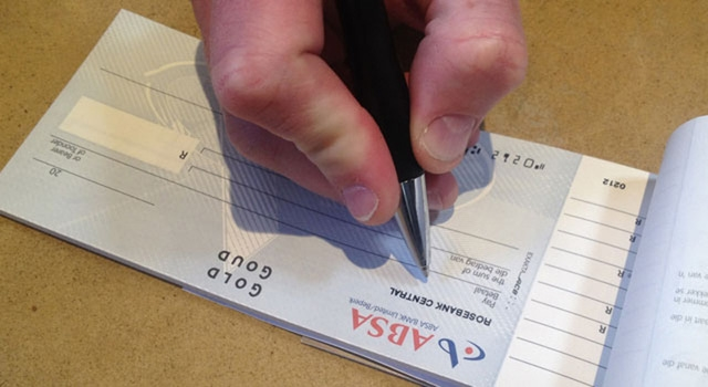 Nam Phi chính thức chấm dứt sử dụng séc trong thanh toán - Ảnh 1.
