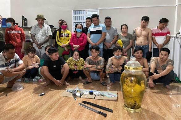 Phá sòng lắc tài xỉu khủng tại Đồng Nai, tạm giữ 21 con bạc - Ảnh 1.