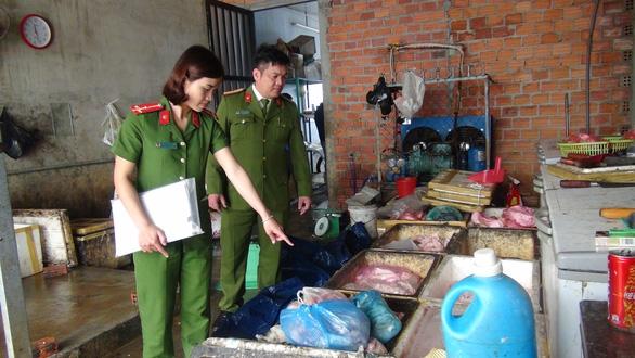 Cơ sở chế biến mỡ, da lợn không đảm bảo vệ sinh an toàn thực phẩm - Ảnh 1.