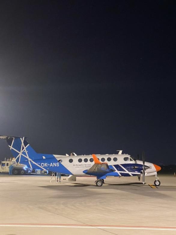 Đường băng mới ở Tân Sơn Nhất đạt chuẩn quốc tế tiếp nhận máy bay cỡ lớn - Ảnh 2.