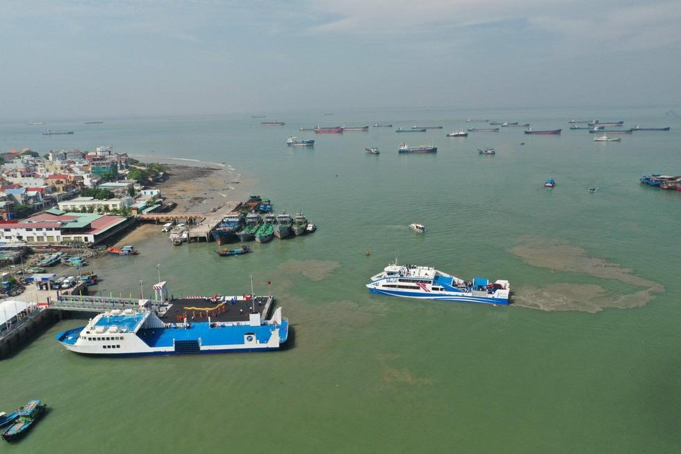 Tuyến phà biển Cần Giờ - Vũng Tàu ngày đầu khai trương - Ảnh 1.