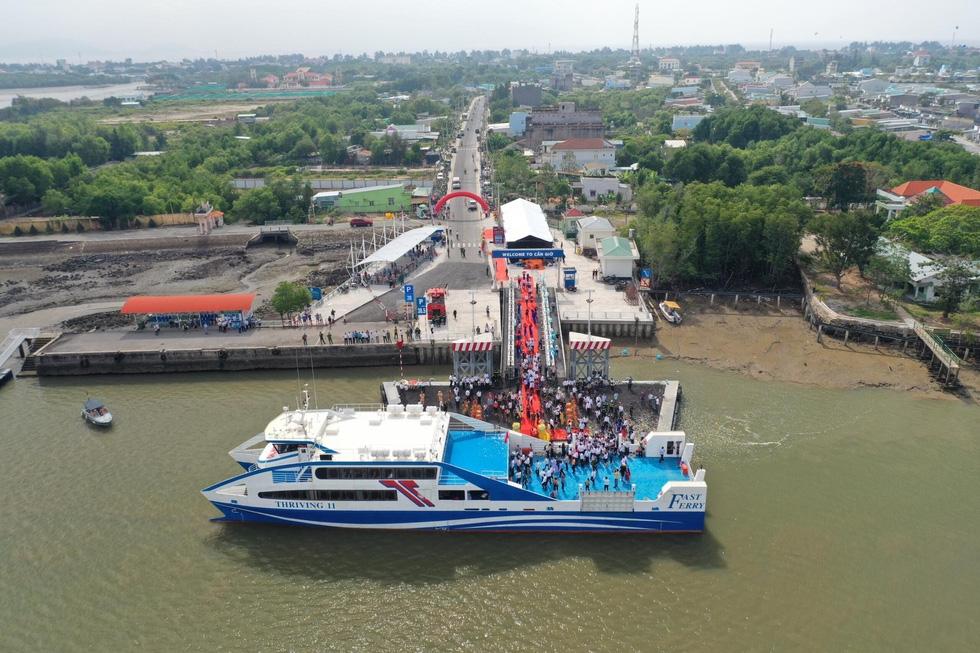 Tuyến phà biển Cần Giờ - Vũng Tàu ngày đầu khai trương - Ảnh 2.