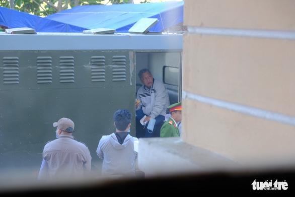 Một bị cáo nghi bị bệnh tâm thần, hoãn phiên tòa xử đại gia Trịnh Sướng - Ảnh 3.
