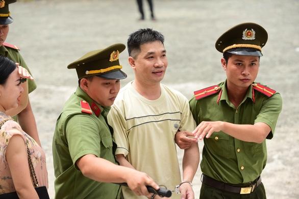Hôm nay, ông trùm sản xuất ma túy Văn Kính Dương và Ngọc Miu hầu tòa - Ảnh 1.