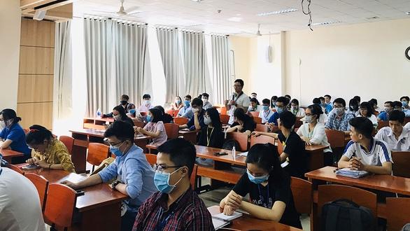 Bộ GD-ĐT cho phép các trường ĐH tổ chức bảo vệ tốt nghiệp trực tuyến - Ảnh 1.