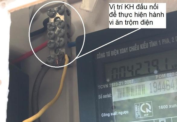 Trộm 60.000 đồng tiền điện, bị phạt 2 triệu đồng - Ảnh 1.