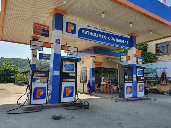 Giá xăng dầu tiếp tục tăng, RON95 lên gần 19.000 đồng - Ảnh 1.