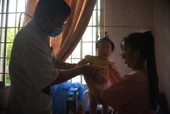Gần 400 người bị đau bụng, nôn ói bất thường: Nguồn nước không nhiễm độc - Ảnh 1.