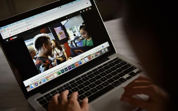 Đánh thuế Youtuber: Google thu ngay cho Mỹ, ngó lơ yêu cầu Việt Nam - Ảnh 2.