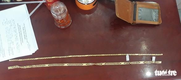 Bắt nghi phạm 2 lần giả vờ mua vàng rồi ra tay cướp giật - Ảnh 1.