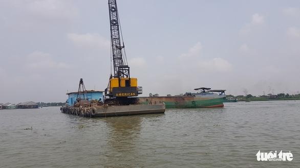 Người nuôi cá tra 'tố' doanh nghiệp nạo vét thông luồng gây sạt lở nặng - Ảnh 2.