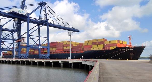 Bất chấp dịch COVID-19, cảng Cái Mép - Thị Vải đón tàu đi bờ Tây nước Mỹ - Ảnh 1.