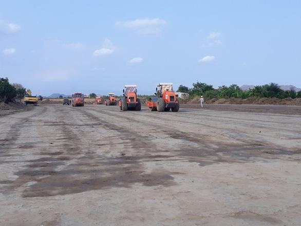 Cao tốc Bắc - Nam Vĩnh Hảo - Phan Thiết nguy cơ chậm vì thiếu hàng triệu m3 đất - Ảnh 2.