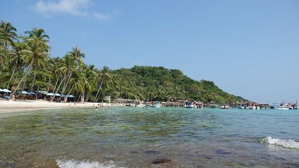 Du lịch biển hút khách vào mùa hè - Ảnh 2.