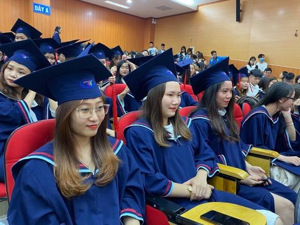 Bộ GD-ĐT triển khai đào tạo thêm 7.300 giảng viên trình độ tiến sĩ 10 năm tới - Ảnh 1.