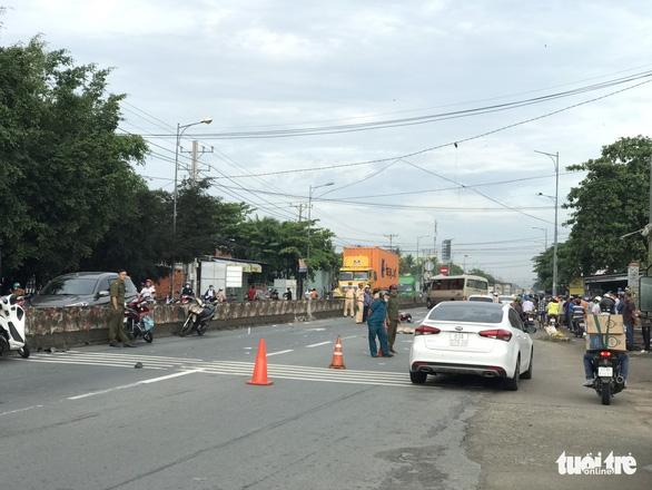 Va chạm xe khách, nữ sinh lớp 8 chết trên đường đến trường - Ảnh 1.