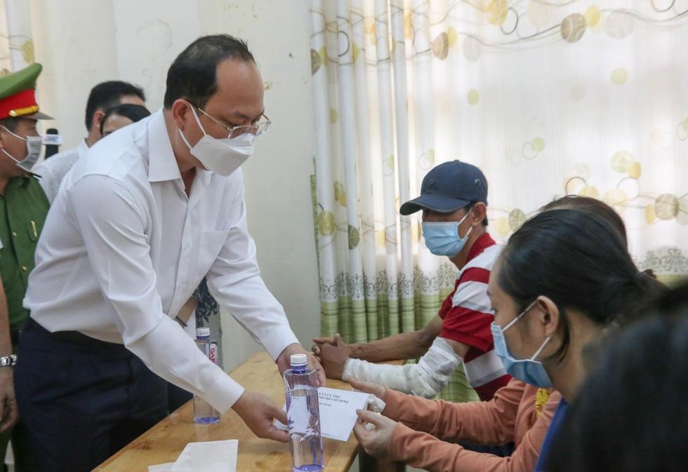 Lãnh đạo TP.HCM hỗ trợ gia đình nạn nhân vụ cháy 8 người chết - Ảnh 2.