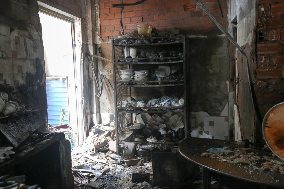 Lãnh đạo TP.HCM hỗ trợ gia đình nạn nhân vụ cháy 8 người chết - Ảnh 5.