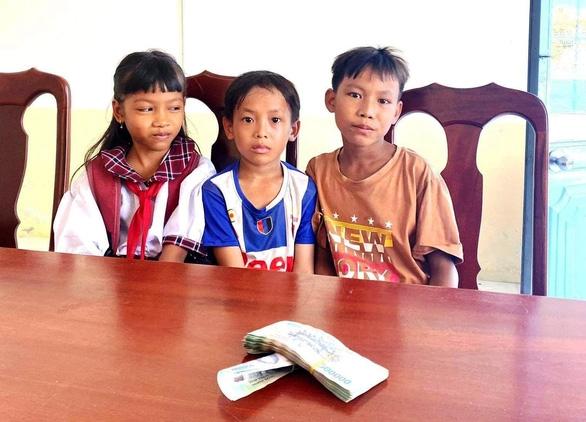 3 học sinh tiểu học trả lại 42 triệu đồng cho người đánh rơi - Ảnh 1.