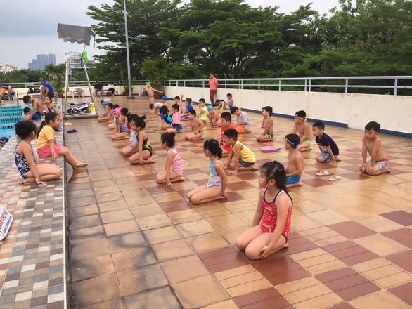 Cách phòng tránh sốc nhiệt cho trẻ khi trời nắng nóng - Ảnh 1.
