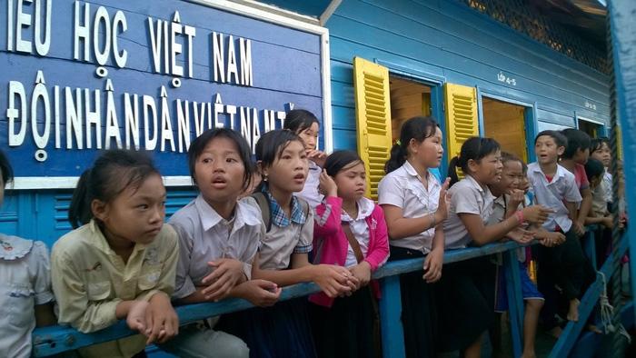 70.000 người gốc Việt không giấy tờ sắp được Campuchia cấp thẻ xanh - Ảnh 1.