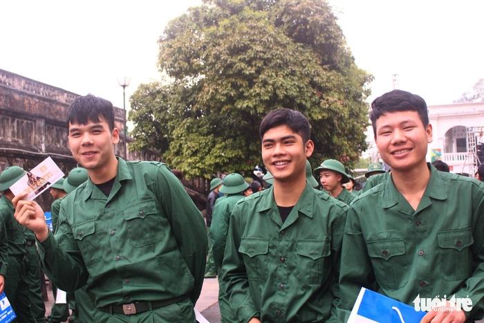 Gần 2.000 thanh niên thủ đô tình nguyện nhập ngũ - Ảnh 1.