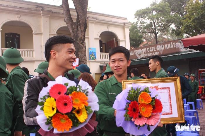 Gần 2.000 thanh niên thủ đô tình nguyện nhập ngũ - Ảnh 4.