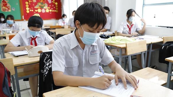 Đang dịch COVID-19, bì sao Sở GD-ĐT TP.HCM không xét tuyển lớp 10 mà lại thi?  - Ảnh 1.