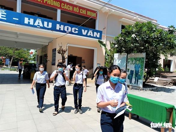 Hơn 13.000 học sinh Khánh Hòa thi vào lớp 10 - Ảnh 1.