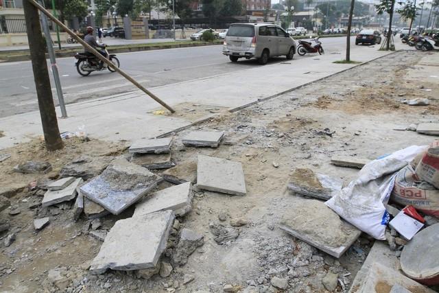 Các quận đang làm rõ trách nhiệm của đơn vị liên quan đến các dự án lát đá vỉa hè 70 năm sớm hỏng